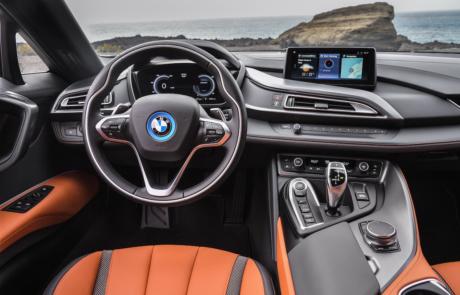 BMW i8 Roadster Interior und Lenkrad