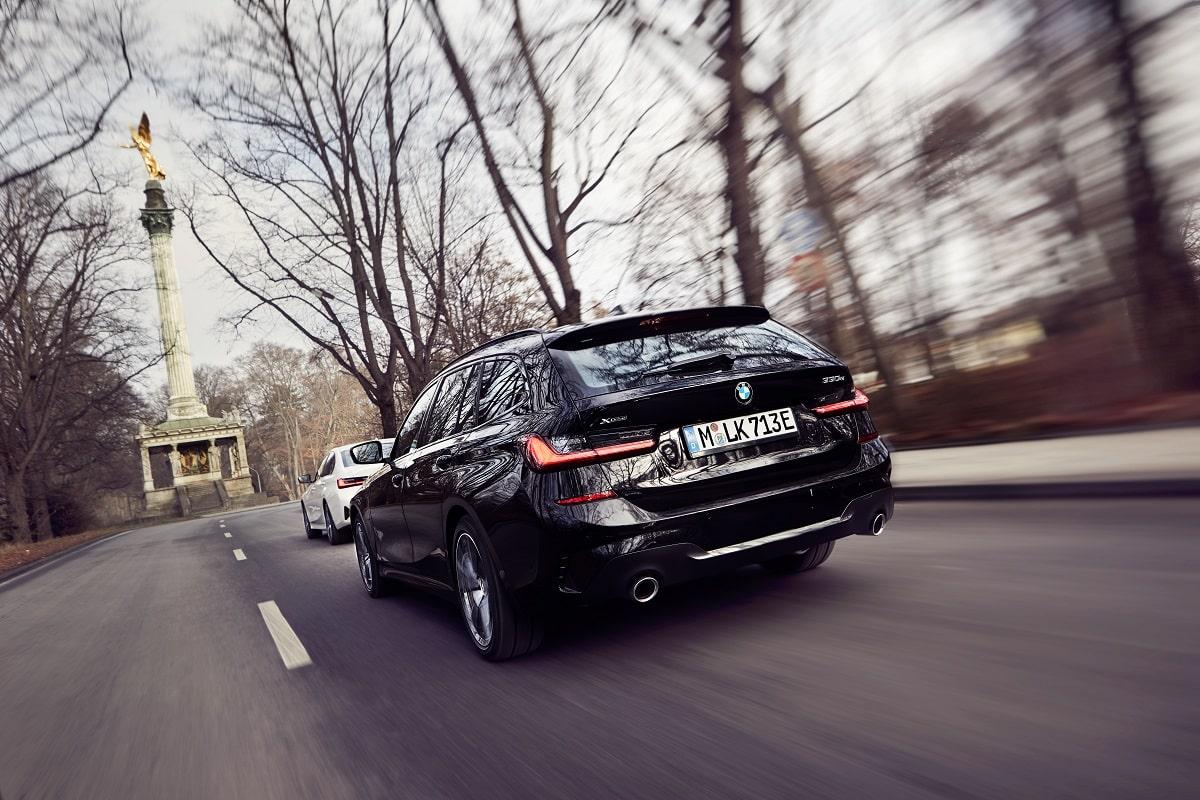 BMW 330e Touring schwarz