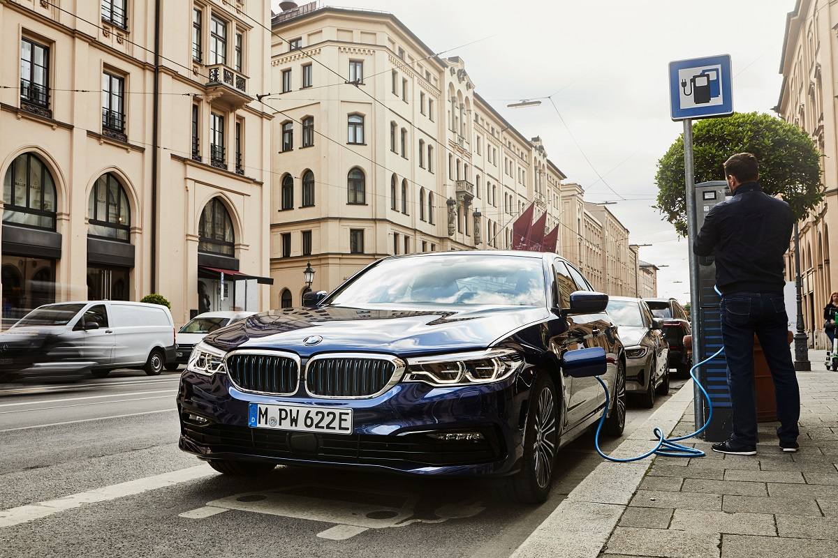 BMW 520e Limousine Kachel