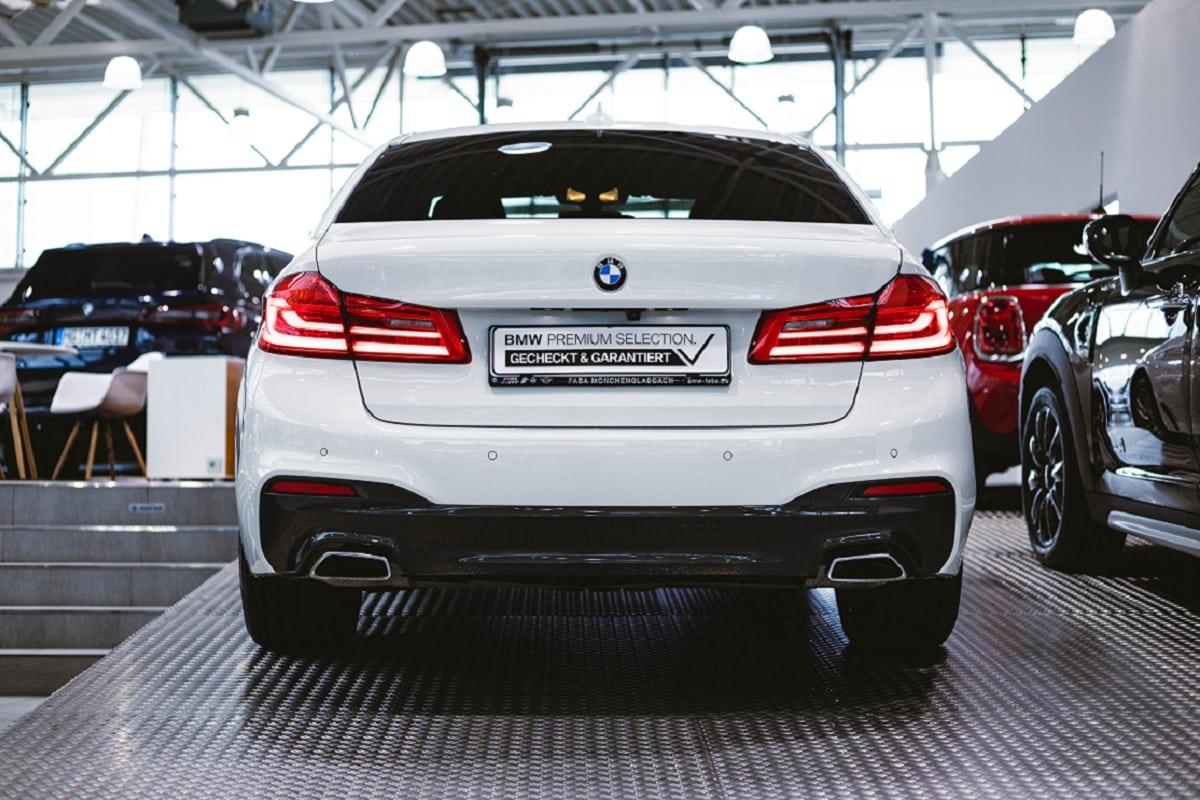 BMW 530e Heckansicht