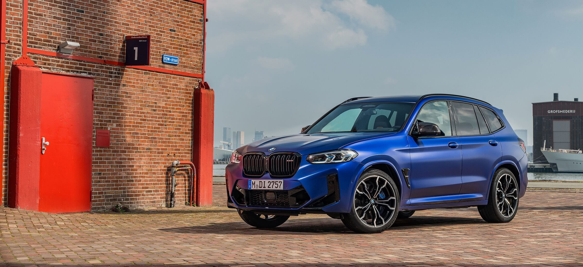 BMW X3 M LCI Frontansicht blau