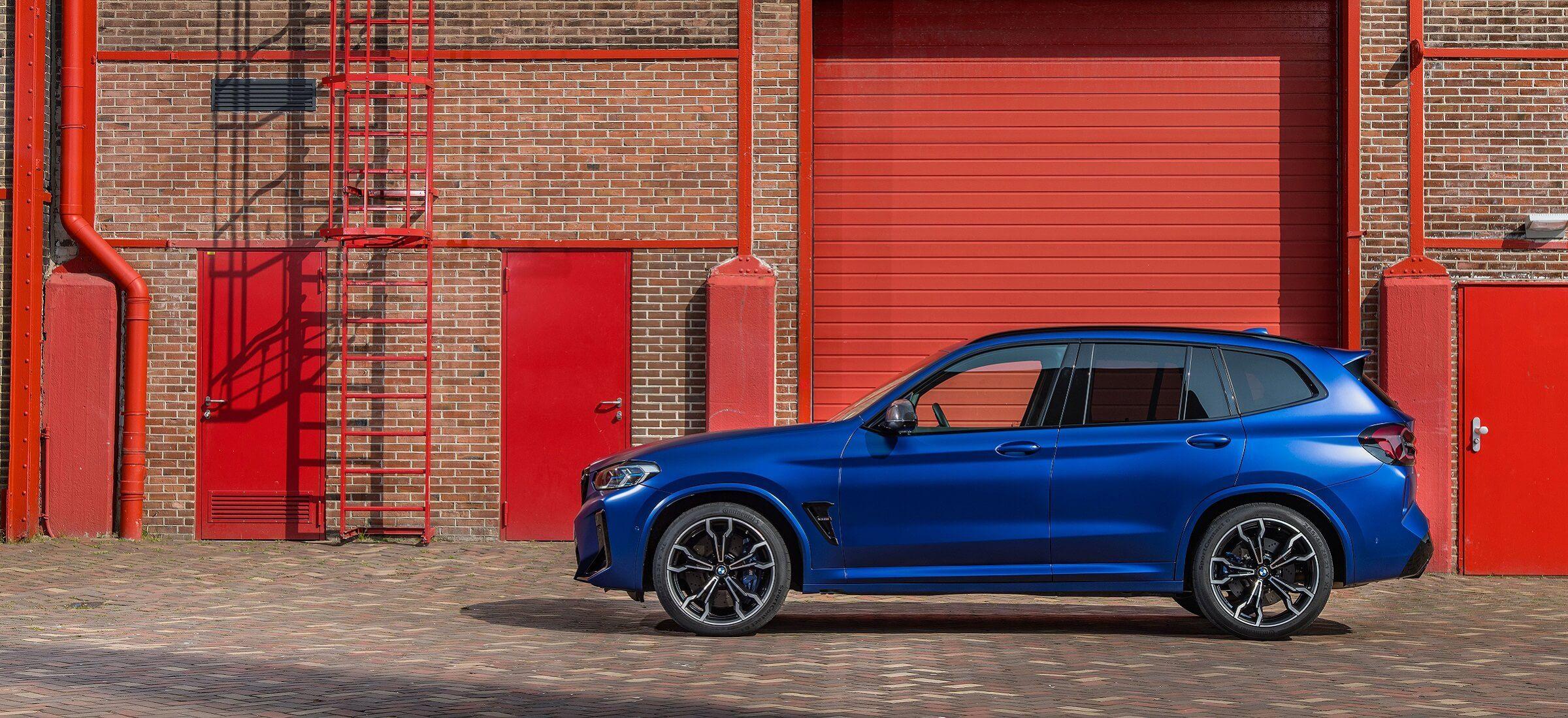 BMW X3 M LCI Seitenansicht blau