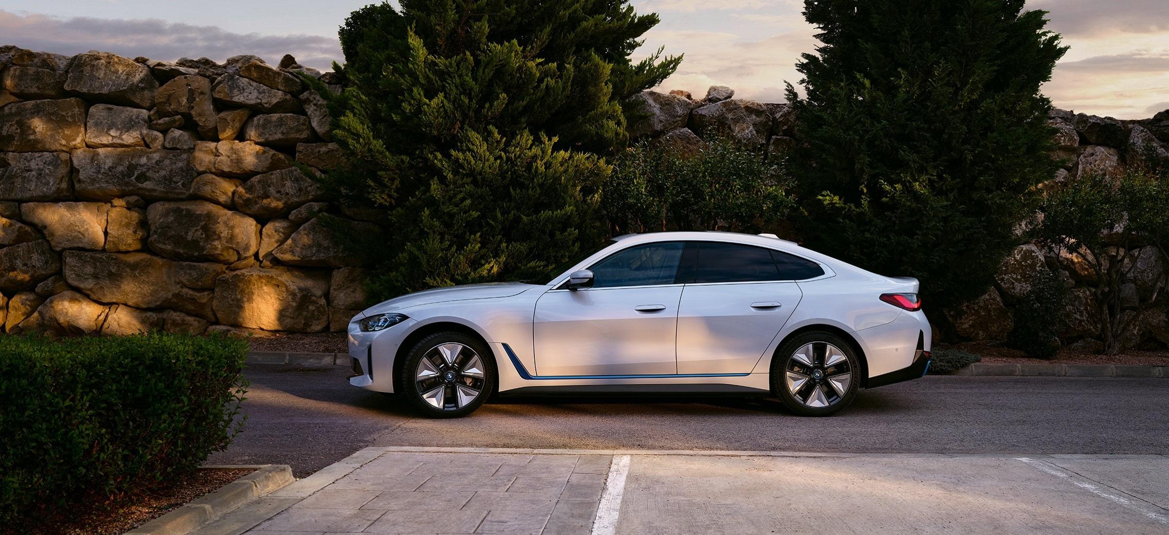 BMW i4 weiß