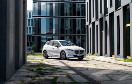 BMW 2er Active Tourer Facelift 2021 in weiß - Front