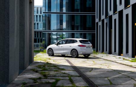 BMW 2er Active Tourer Facelift in weiß - Heckansicht