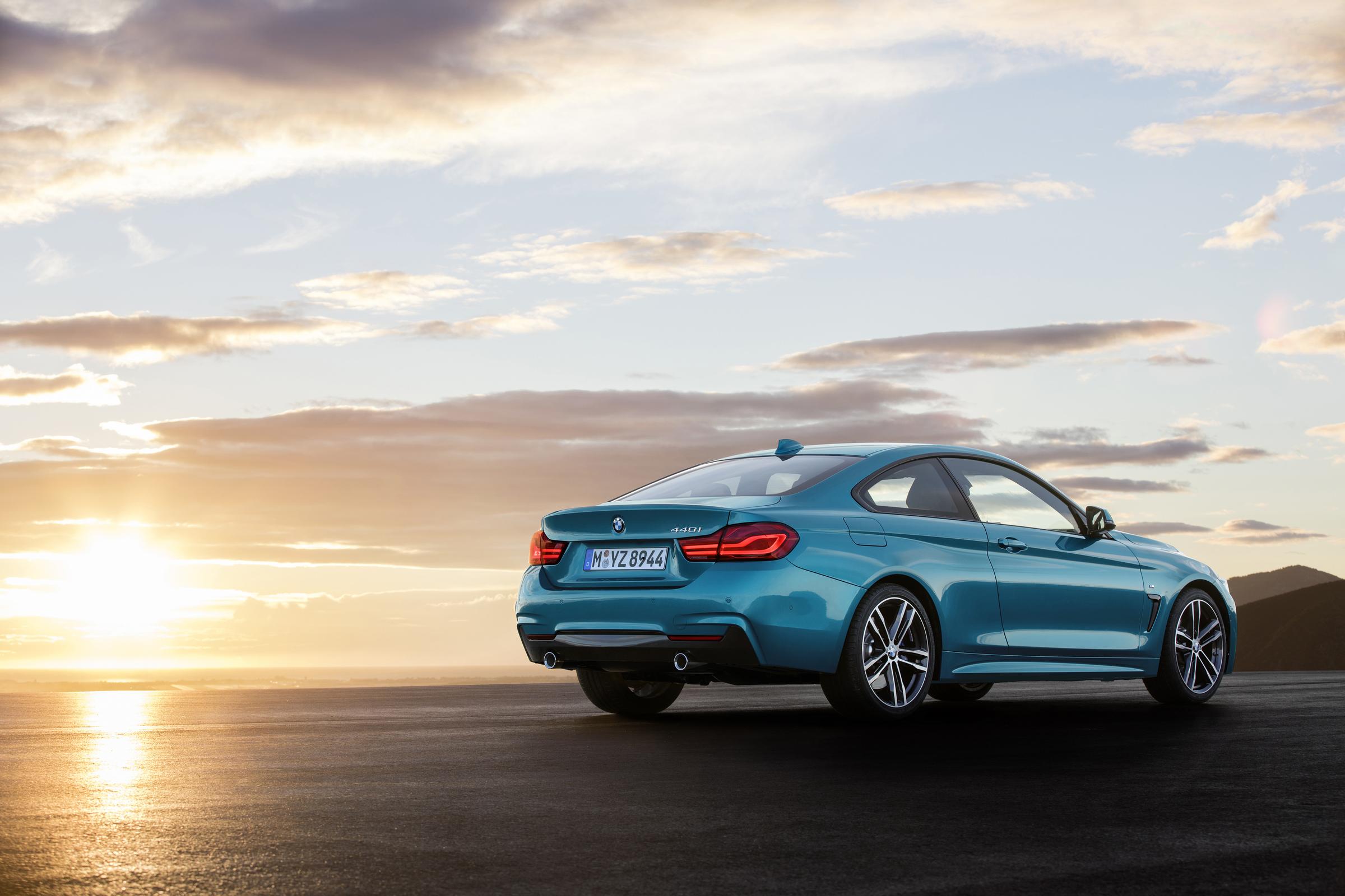 BMW 4er Coupé im Sonnenuntergang