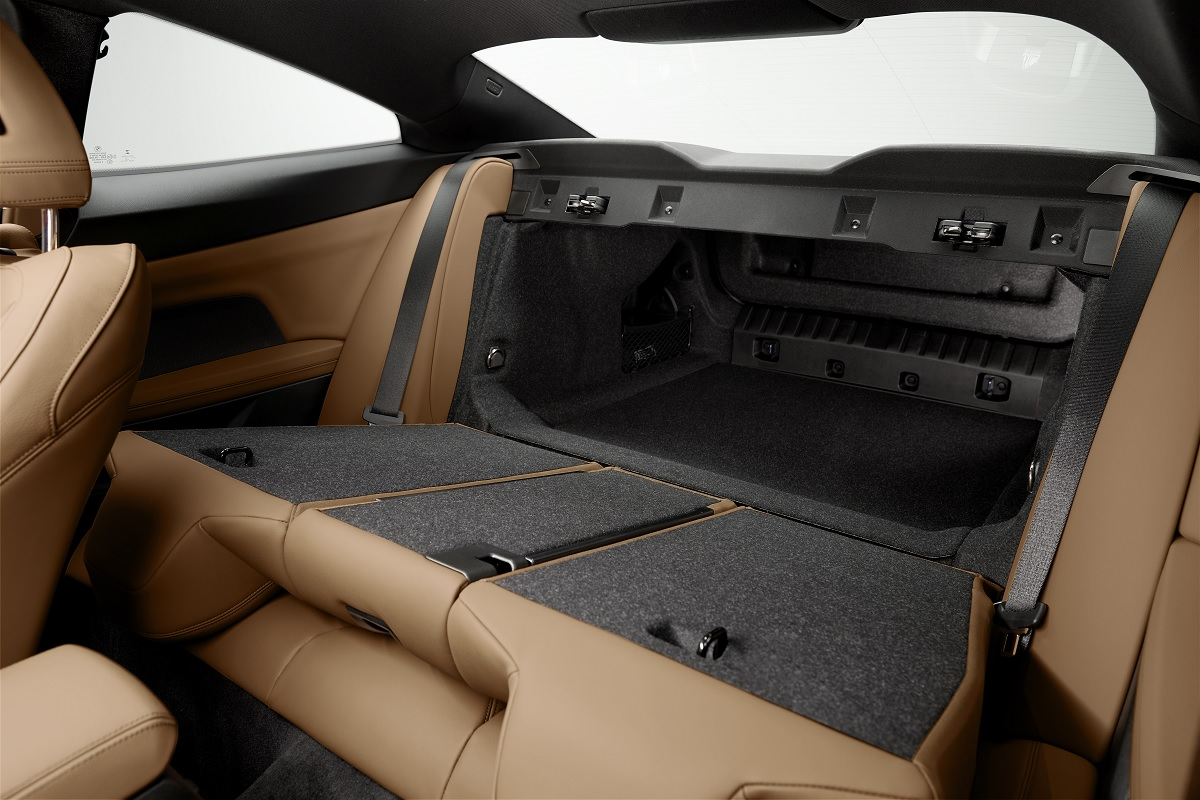 Umgeklappte Rücksitzbank im BMW 4er Coupé