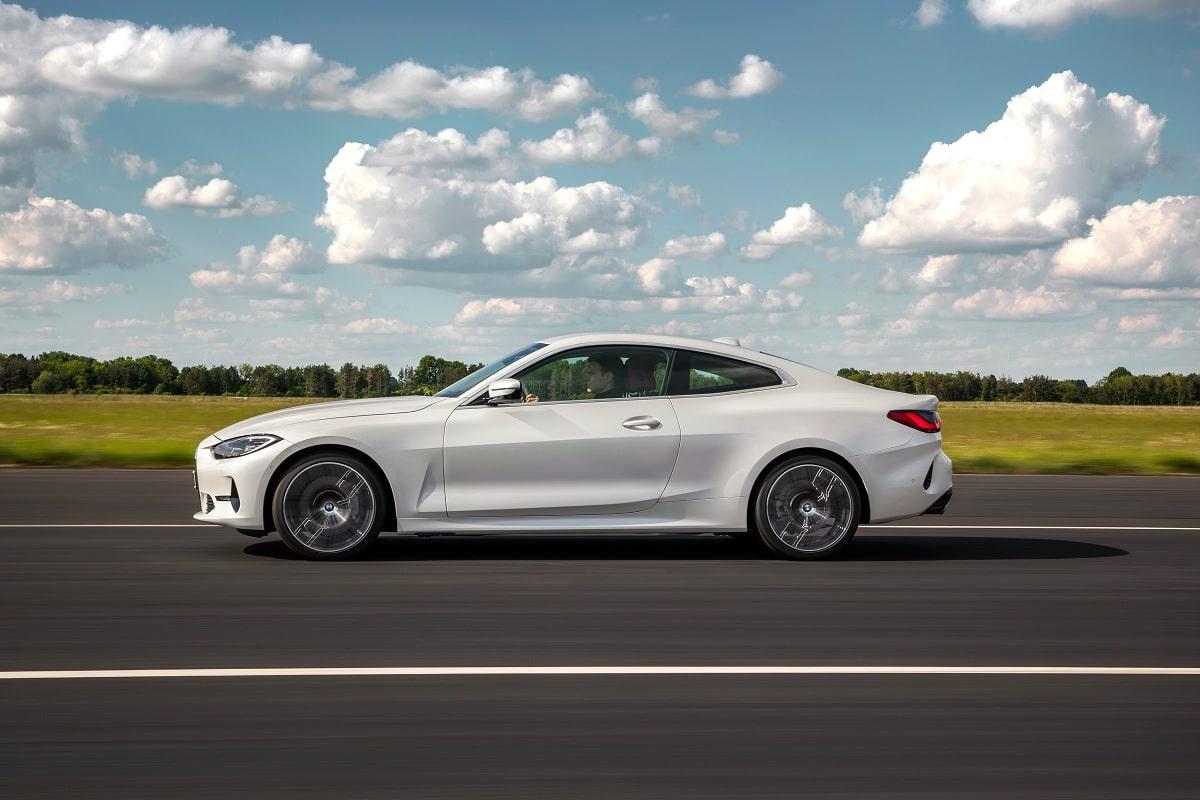 Seitenansicht des neuen BMW 4er Coupé