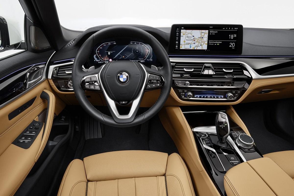 Cockpit der neuen BMW 5er Limousine