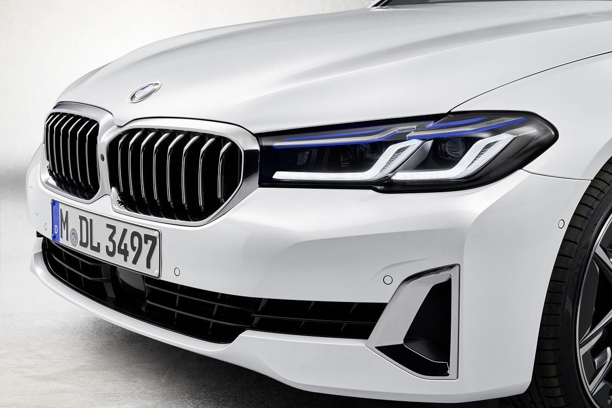 Scheinwerfer der neuen BMW 5er Limousine