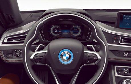 Lenkrad und Tacho im BMW i8