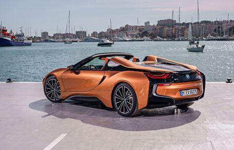 BMW i8 Roadster am Hafen