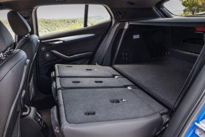 Umgeklappte Rücksitzbank im BMW X2