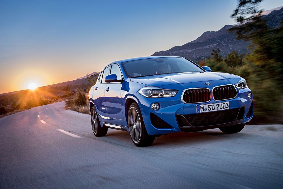 BMW X2 in blau