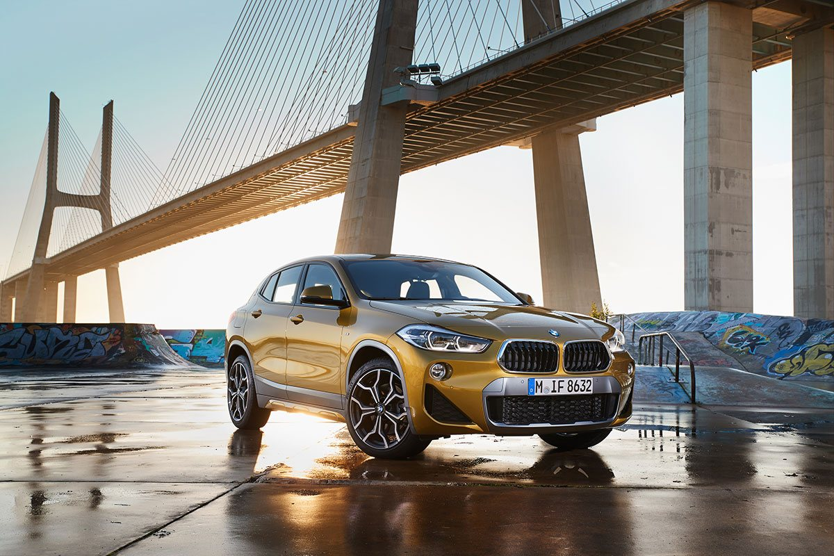 BMW X2 in gelb